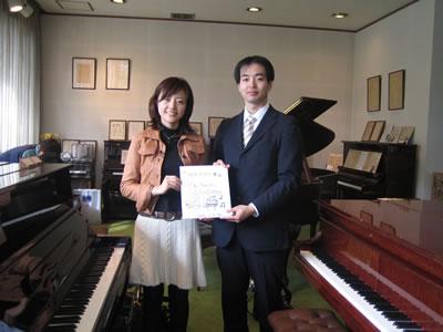 アナウンサーの吉竹史さんと。 加藤先生